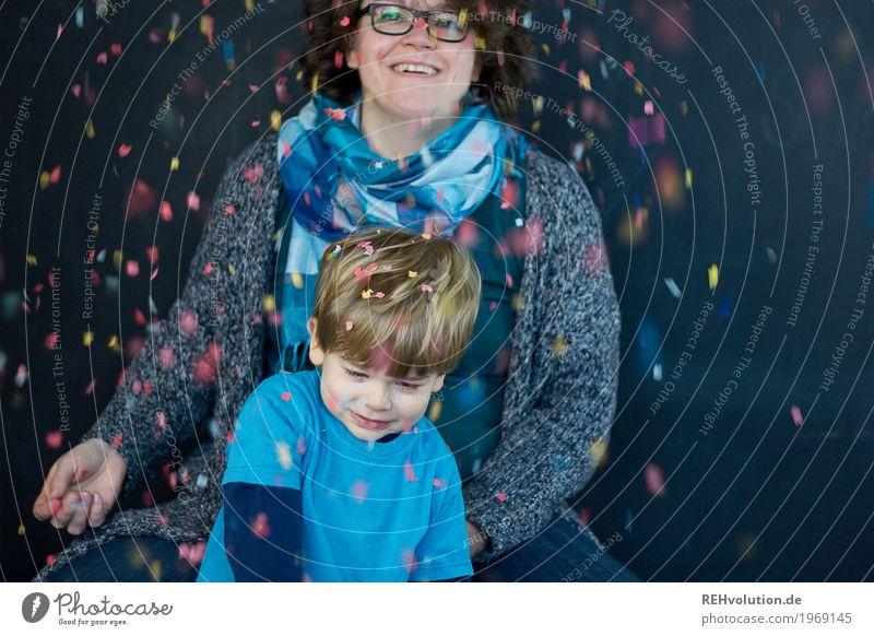 konfetti ... Mensch Kind Frau Freude schwarz Erwachsene Liebe lustig feminin Junge Familie & Verwandtschaft Glück Party Feste & Feiern fliegen Zusammensein