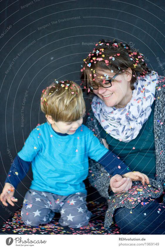 überall konfetti ... Stil Feste & Feiern Mensch feminin Kind Kleinkind Junge Junge Frau Jugendliche Erwachsene Mutter Familie & Verwandtschaft Kindheit 2