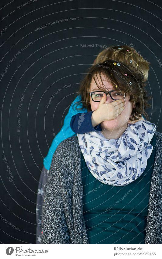 ohne Worte Mensch maskulin feminin Kind Kleinkind Junge Frau Erwachsene Mutter Familie & Verwandtschaft Kindheit Gesicht 1 1-3 Jahre 30-45 Jahre Brille Schal