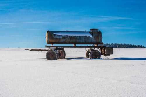 Wasserwagen Himmel Natur Sonne Landschaft Winter Umwelt Leben Senior Wiese Schnee Freiheit Arbeit & Erwerbstätigkeit Horizont Häusliches Leben Wetter Feld