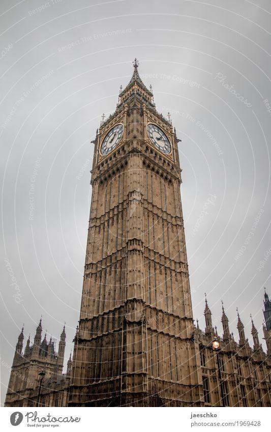 13:10 Wolken schlechtes Wetter London Großbritannien Stadt Hauptstadt Palast Turm Bauwerk Gebäude Architektur Sehenswürdigkeit Wahrzeichen Big Ben
