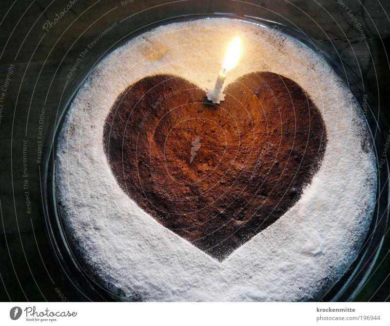 Herzliche Gratulation weiß Ernährung Holz braun Feste & Feiern Herz Lebensmittel Geburtstag Jubiläum Tisch Kochen & Garen & Backen Kerze Romantik Wunsch Warmherzigkeit Kuchen