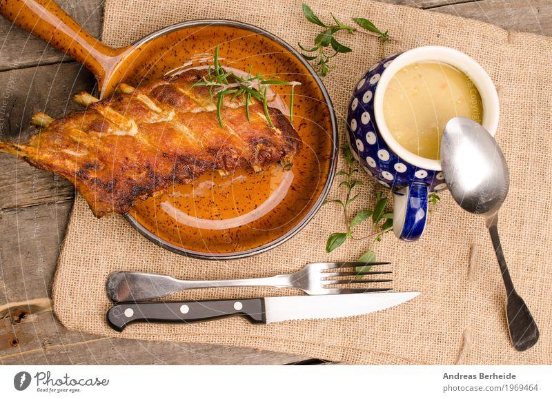 gerillte Rippe Fleisch Mittagessen Fingerfood Grill lecker barbecue bbq rustic spare top view wooden Rippchen Schweinerippe Spare Rips grillen Grillsaison