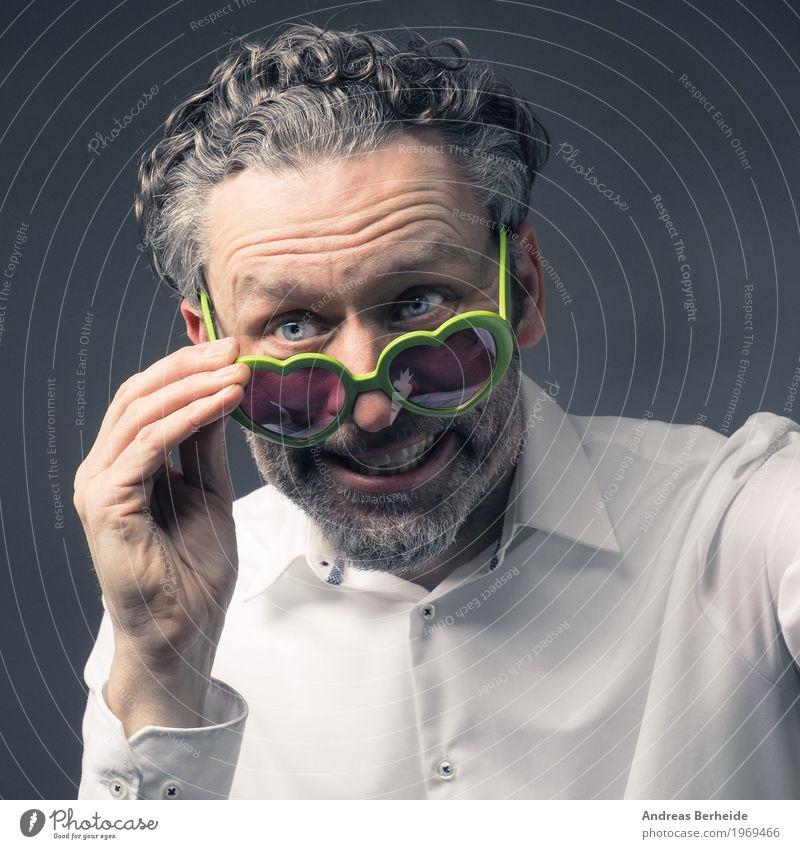 Selfie Stil Mensch Mann Erwachsene 1 45-60 Jahre Blick Fröhlichkeit verrückt Freude guy handsome happy man heart shaped Fotografie photographing photography