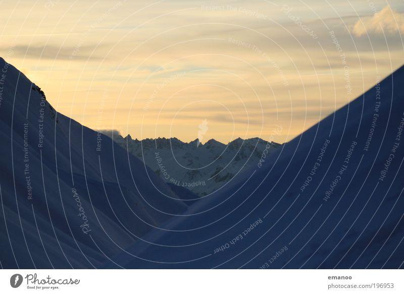 Bergverlauf Freizeit & Hobby Ferien & Urlaub & Reisen Freiheit Winter Schnee Winterurlaub Berge u. Gebirge Skipiste Umwelt Natur Landschaft Klima Alpen Gipfel