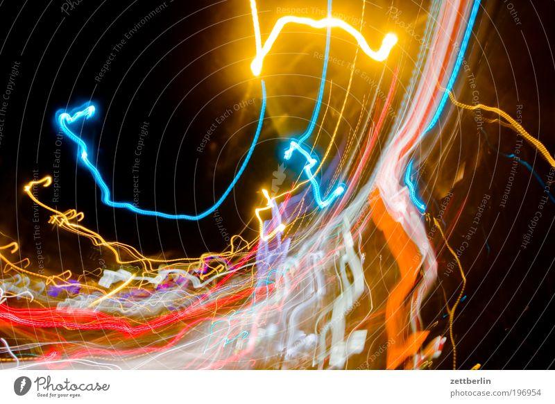 Durchdrehen 1 Licht Leuchtspur chaotisch mehrfarbig city lights Geschwindigkeit Drehung Verwirbelung Bewusstseinsstörung Scheinwerfer Autoscheinwerfer taumeln