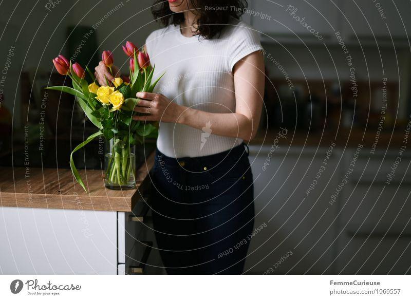 Blumenstrauß_1969557 feminin Junge Frau Jugendliche Erwachsene Mensch 18-30 Jahre Duft Frühling Frauentag Valentinstag Geburtstag Tulpe Rose Floristik
