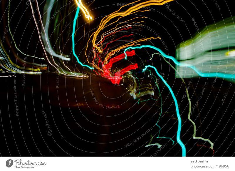 Durchdrehen 3 Licht Leuchtspur chaotisch mehrfarbig city lights Geschwindigkeit Drehung Verwirbelung Bewusstseinsstörung Scheinwerfer Autoscheinwerfer taumeln