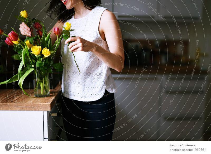 Blumenstrauß_1969561 Mensch Frau Jugendliche Junge Frau Freude 18-30 Jahre Erwachsene gelb Frühling feminin rosa Häusliches Leben Dekoration & Verzierung