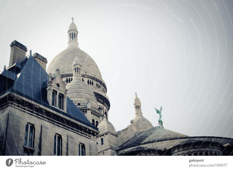 Heiliges Herz Kirche Dom Sacré-Coeur Montmartre Turm Turmspitze Basilika Paris Haus Bauwerk Gebäude Wallfahrtskirche Wallfahrtsort Denkmal Denkmalschutz Mauer