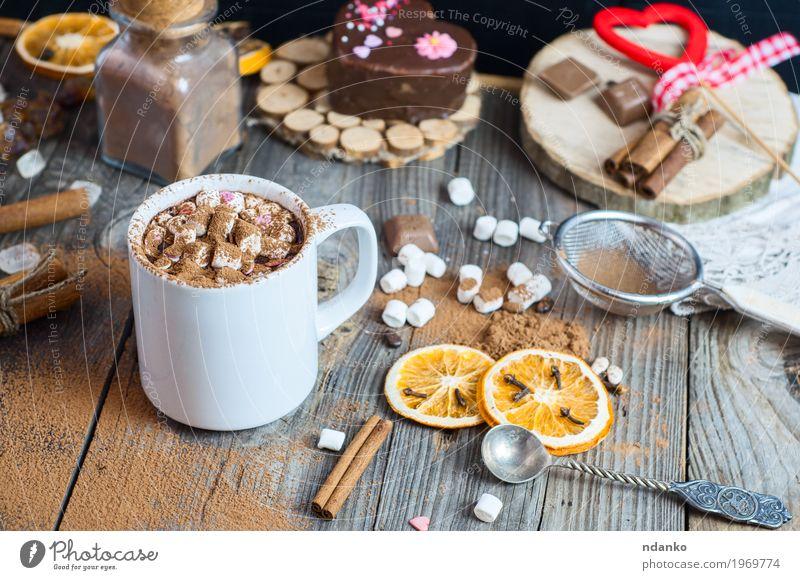 Tasse heiße Schokolade mit Marshmallows Frucht Dessert Süßwaren Kräuter & Gewürze Getränk Heißgetränk Kakao Becher Löffel Winter Tisch Sieb Holz Herz alt Essen