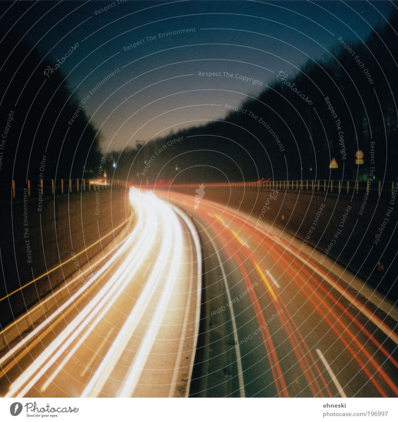 A40 Ferien & Urlaub & Reisen Straße PKW Straßenverkehr Energie Verkehr Geschwindigkeit Güterverkehr & Logistik Autobahn Verkehrswege Autofahren Langzeitbelichtung Personenverkehr Eile Licht