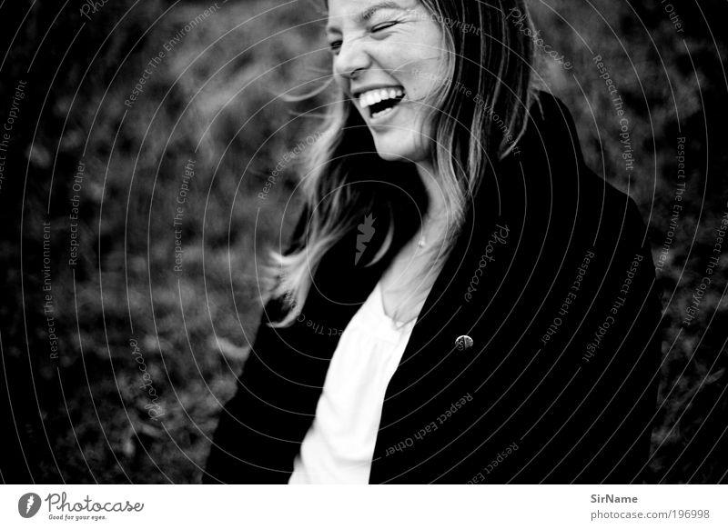 127 [big fun] Frau Mensch Jugendliche Freude Leben Glück lachen Zufriedenheit Tanzen Erwachsene frei Fröhlichkeit authentisch einfach Lebensfreude