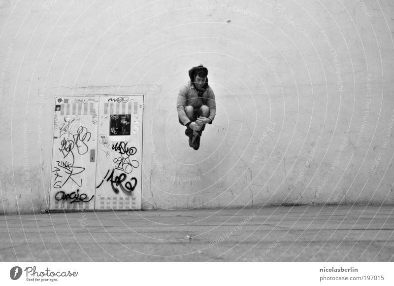 If i could stop time... Jugendliche Freude Erwachsene Wand Graffiti oben springen Glück Mauer träumen Tür Tanzen Fassade maskulin frei Dekoration & Verzierung