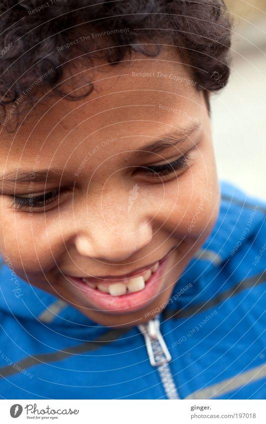 Es sind die kleinen Dinge, ... Mensch maskulin Junge Kindheit Jugendliche Leben Gesicht Mund Zähne 1 8-13 Jahre Lächeln leuchten authentisch schön blau silber