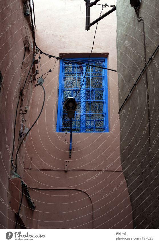 Window color blau Haus Wand Fenster Mauer Fassade Technik & Technologie Kabel Telekommunikation Straßenbeleuchtung Altstadt Farbenspiel