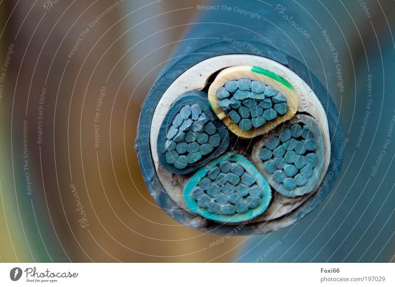 blauer Strom Arbeit & Erwerbstätigkeit Kraft Metall Energie Industrie Energiewirtschaft rund Kabel bedrohlich Baustelle fest stark Kunststoff Handwerker