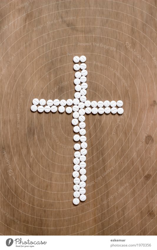 Kreuz aus Tabletten Gesundheit Gesundheitswesen Medikament Holz Zeichen braun weiß Tod gefährlich bedrohlich Glaube Religion & Glaube Sucht Trauer Nebenwirkung