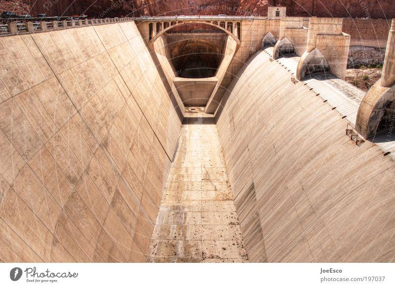 hoover dam II schön Wand Mauer groß Industrie Energiewirtschaft Zukunft Technik & Technologie Tourismus außergewöhnlich Tunnel Abfluss Sightseeing eckig Sehenswürdigkeit Nevada