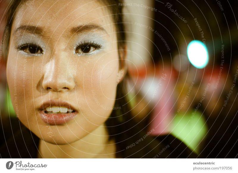 Zaghaft Kosmetik Schminke Feste & Feiern Mensch feminin Junge Frau Jugendliche Kopf 1 18-30 Jahre Erwachsene schwarzhaarig ästhetisch Ferne schön nah
