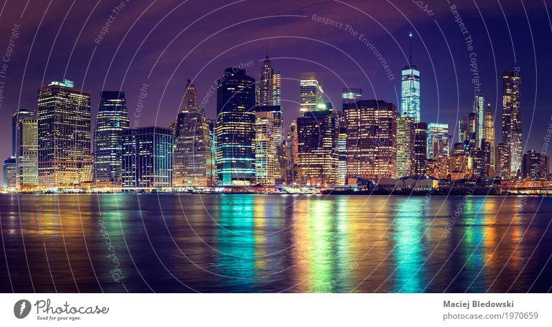 Skyline von Manhattan in der Nacht, Ferien & Urlaub & Reisen Stadt USA Fotografie Fluss erleuchten Stadtzentrum Städtereise Sightseeing Brooklyn finanziell