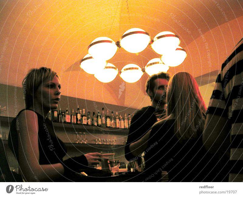 vipers bar, graz Party ausgehen Nacht Bar Lokal Menschengruppe Abend Partygast Beleuchtungselement Lampenschirm blond schön Mann Junge Frau