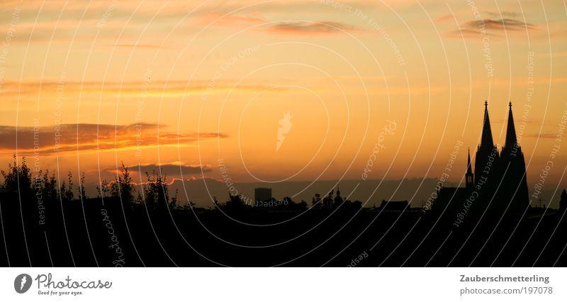 Morgendämmerung Himmel Wolken Sonnenaufgang Sonnenuntergang Schönes Wetter Köln Deutschland Stadt Skyline Dom Sehenswürdigkeit Wahrzeichen Kölner Dom Ferne