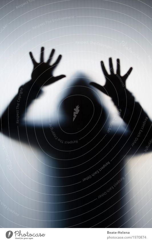 Risiko   ein Einbrecher kommt selten allein Mensch Hand Kopf Arbeit & Erwerbstätigkeit Freizeit & Hobby Angst Glas gefährlich Finger bedrohlich T-Shirt Vertrauen gruselig Geborgenheit Aggression schließen