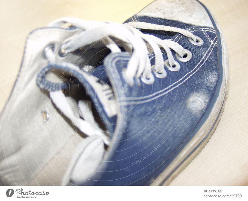 allstar weiß blau Schuhe kaputt Dinge