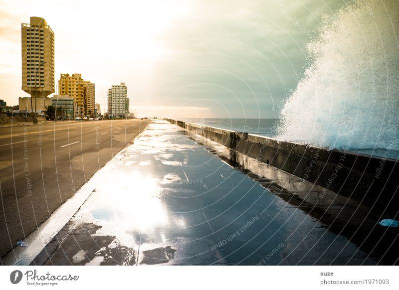 Welle kommt Himmel Ferien & Urlaub & Reisen Stadt Wasser Meer Haus Reisefotografie Architektur kalt Küste außergewöhnlich Stimmung wild Wellen frisch