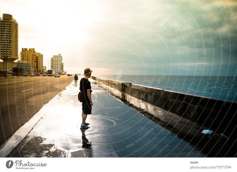 Nasse Füße Ferien & Urlaub & Reisen Städtereise Meer Haus Mensch maskulin Junger Mann Jugendliche Erwachsene 1 30-45 Jahre Wasser Küste Stadtrand Straßenverkehr