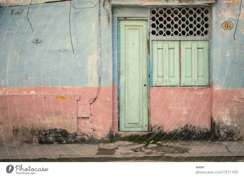 Einfachheit Haus ruhig Fenster Wärme Wege & Pfade Zeit Fassade Häusliches Leben Zufriedenheit Wachstum Tür Kultur Armut Vergänglichkeit kaputt einfach