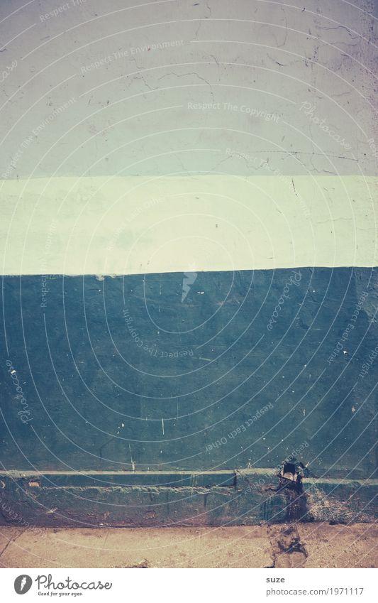 Seitenstreifen blau weiß Wand Hintergrundbild Fassade retro dreckig trist Vergänglichkeit kaputt einfach Vergangenheit Streifen Bürgersteig graphisch Verfall