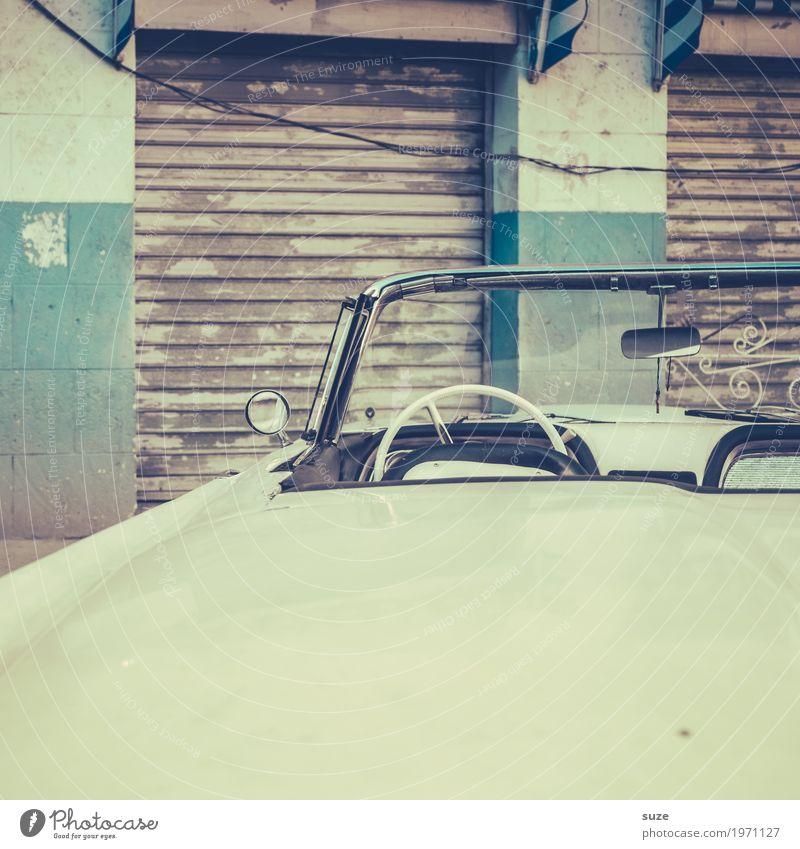 Steuerbord weiß Zeit Fassade Ausflug PKW retro trist Kultur Vergänglichkeit geschlossen Vergangenheit Städtereise Hauptstadt Altstadt Kuba unterwegs