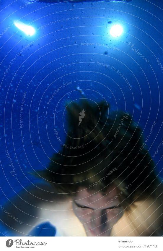 wassermann Mensch Jugendliche blau Wasser Freude Erwachsene kalt Haare & Frisuren Kopf springen Luft hell Schwimmen & Baden Freizeit & Hobby maskulin