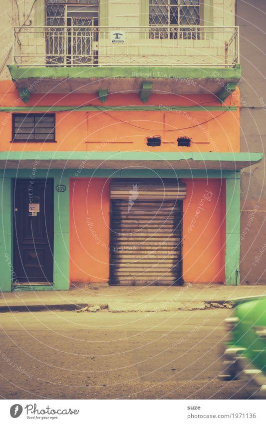 Tempo | Fluchtwagen Ferien & Urlaub & Reisen Stadt grün Haus Wärme Straße Bewegung Zeit Fassade Verkehr PKW retro Kultur Geschwindigkeit Armut Vergänglichkeit