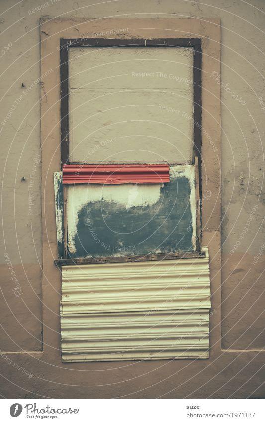 Blickdicht Häusliches Leben Haus Kultur Fassade Fenster Armut dreckig kaputt retro trist Sicherheit stagnierend Verfall Vergangenheit Vergänglichkeit