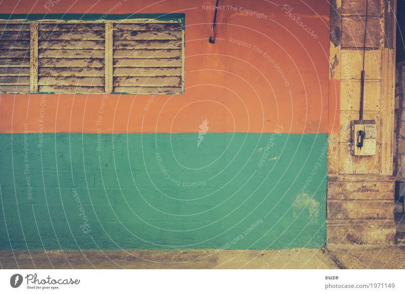 Fernsprechapparat Ferien & Urlaub & Reisen Stadt Haus Fenster Wärme Wand Zeit Fassade retro Kommunizieren Technik & Technologie trist Telekommunikation Kultur