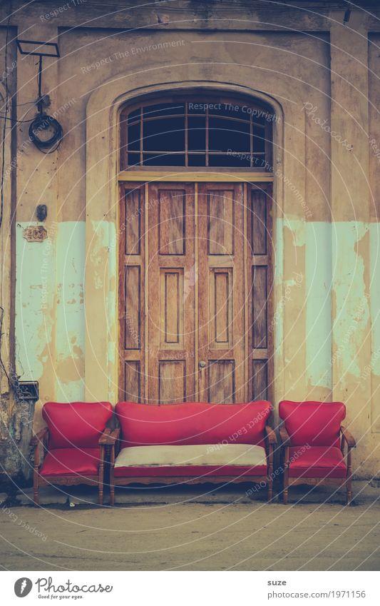 Wohngemeinschaft | Casting rot Straße außergewöhnlich Tür verrückt Platz geschlossen Sofa Tor Kuba Havanna Open Air
