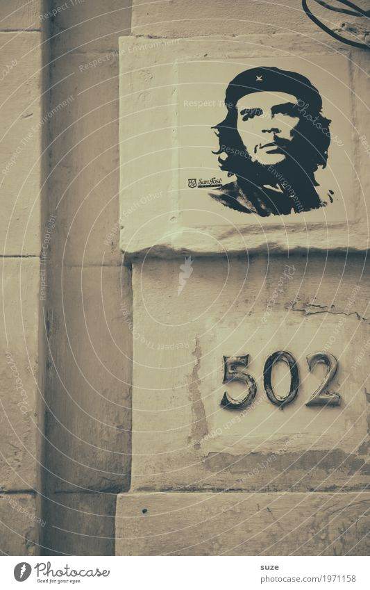Held 502 Stadt Haus Graffiti Zeit Freiheit Fassade retro Kultur Vergänglichkeit Vergangenheit Ziffern & Zahlen Symbole & Metaphern Städtereise Flair Kuba