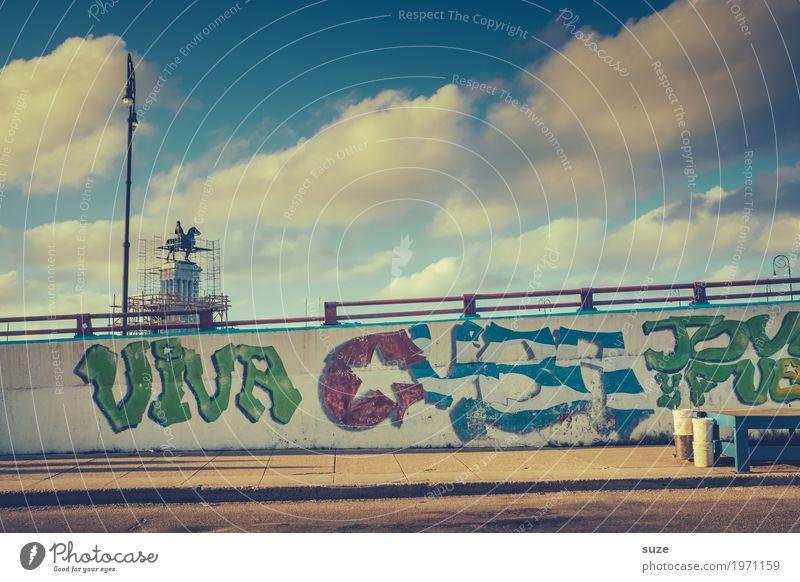 Randalierung Ferien & Urlaub & Reisen Stadt Straße Leben Graffiti Wärme Wand Zeit Freiheit Kultur Armut Vergänglichkeit Fußweg Wandel & Veränderung Jugendkultur
