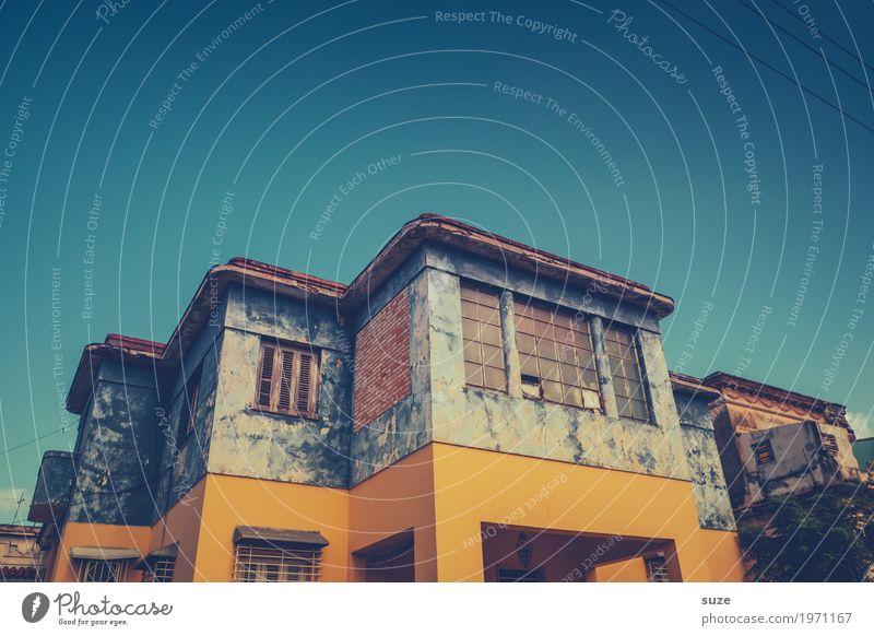 So Loft Ferien & Urlaub & Reisen alt blau Haus Fenster Architektur Wärme gelb Fassade Häusliches Leben retro Kultur trist Armut kaputt Vergangenheit