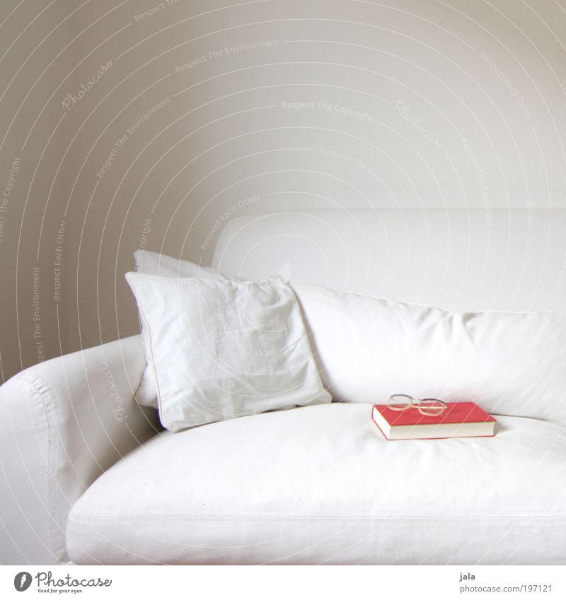 zeit für mich weiß rot ruhig hell Zufriedenheit Buch lernen Brille gut Bildung Sofa Kissen Möbel Medien Printmedien
