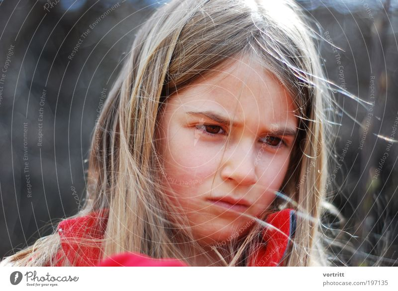 concentra Kind Mädchen Haare & Frisuren 1 Mensch 8-13 Jahre Kindheit blond langhaarig Denken träumen authentisch braun rot Gefühle Kraft Mut schön