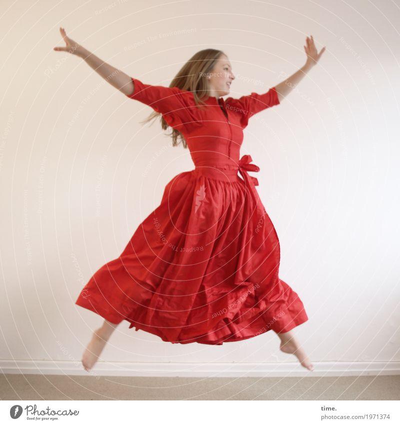 . Mensch Jugendliche Junge Frau schön rot Freude Leben Bewegung feminin springen Raum blond Kraft ästhetisch Fröhlichkeit Tanzen
