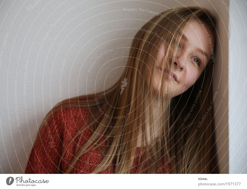 . Mensch Frau schön Erholung ruhig Erwachsene Leben Gefühle feminin Glück Zeit träumen Zufriedenheit Raum blond Lächeln