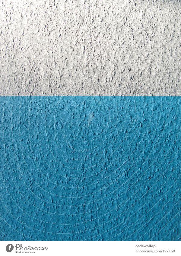 how to disguise woodchip wallpaper weiß blau kalt Wand Holz Mauer frisch Tapete Renovieren minimalistisch Raufasertapete