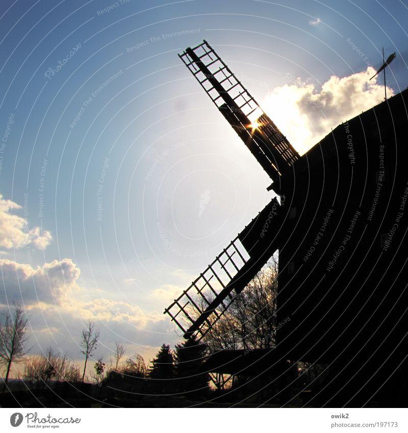Windkraftanlage alt Himmel Baum ruhig Wolken Gebäude Landschaft Architektur Deutschland Wetter Europa Klima Gelassenheit Dienstleistungsgewerbe Denkmal