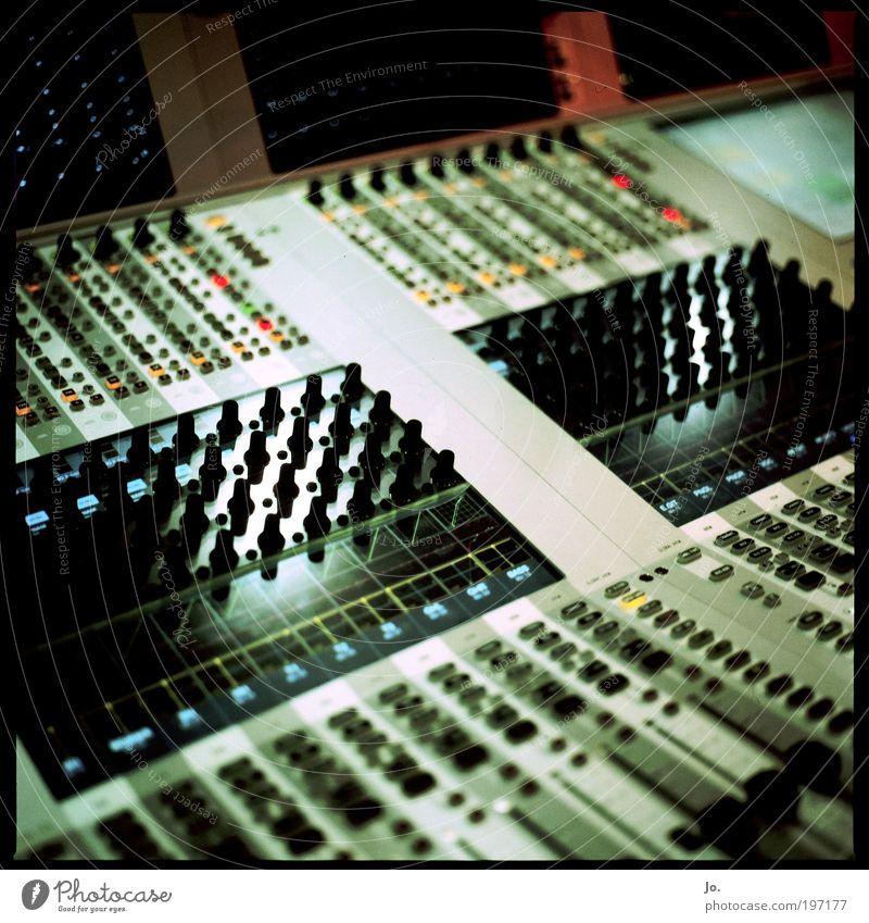 Es gibt immer einen Aux weg Musik grau Technik & Technologie Informationstechnologie mischen gigantisch High-Tech Hardware MP3-Player Tonstudio