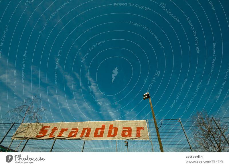 Strandbar April Berlin Straße street Buden u. Stände Bar Gastronomie Erfrischung Erholung Himmel Wolken Saison Sommer Ferien & Urlaub & Reisen Transparente